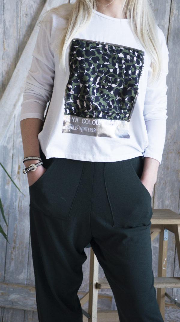 Трикотажные зеленые брюки
