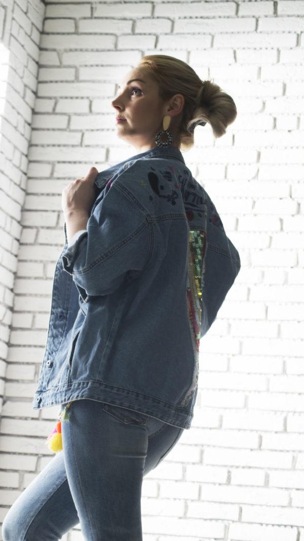 Джинсовая куртка с паетками