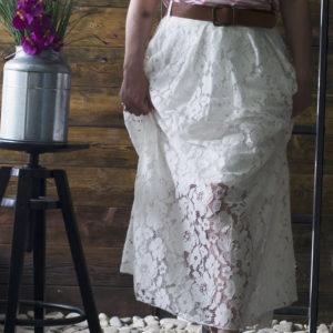Белая длинная юбка с кружевом