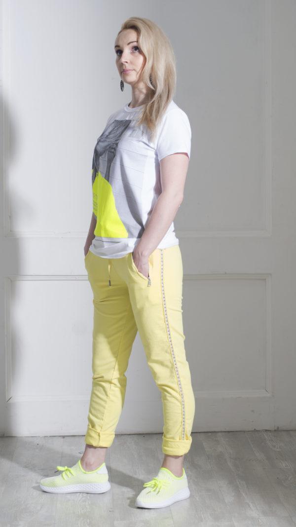 Желтые трикотажные брюки