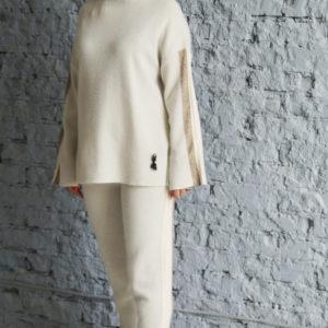 Белый трикотажный костюм
