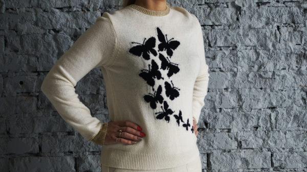 Белый джемпер с бабочками