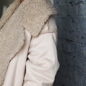 Белая  дубленка из искусственного меха