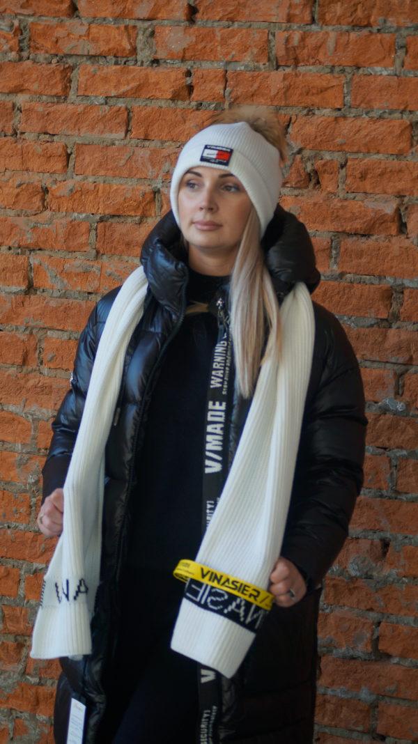 Комплект шапка с шарфом белого цвета