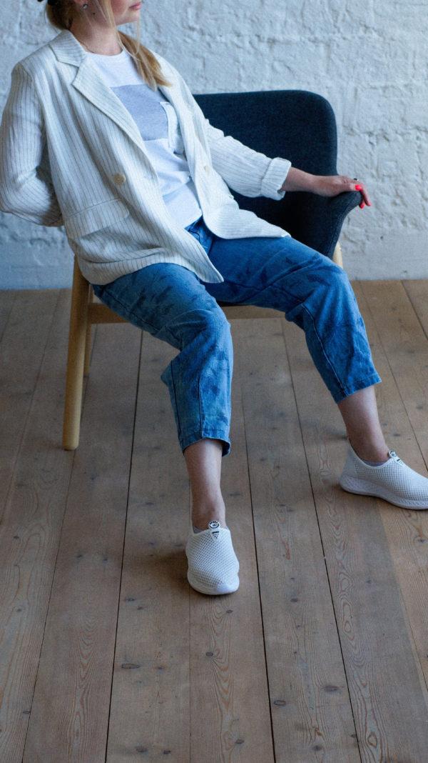 Голубые джинсы слоучи
