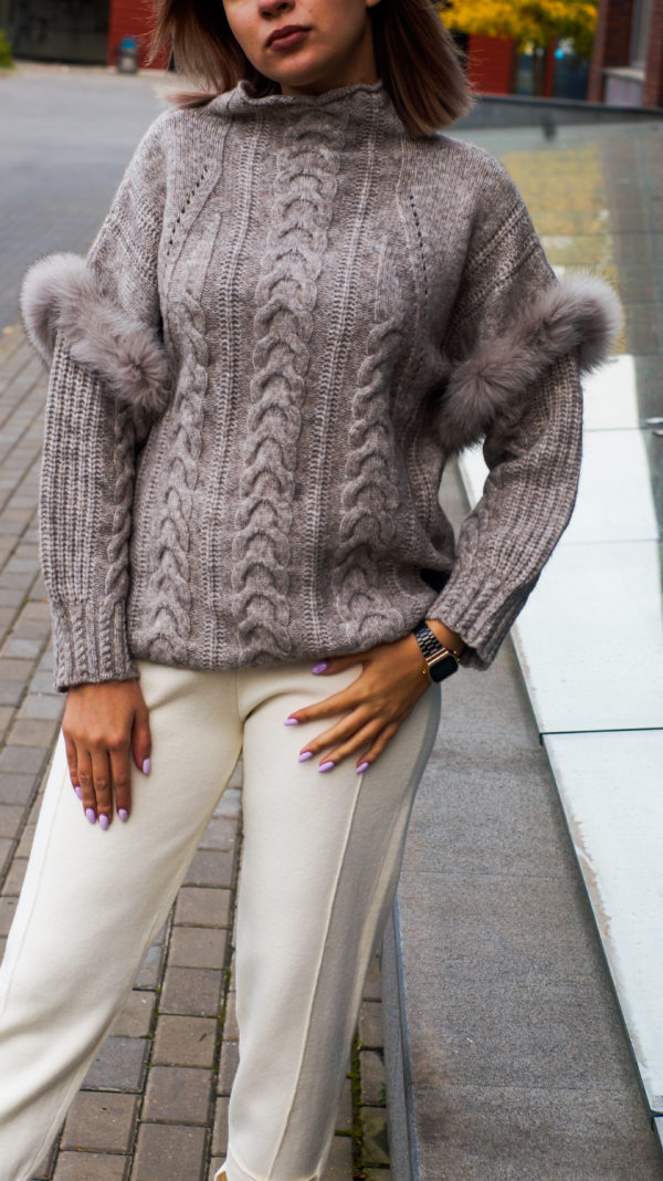 Теплый свитер с мехом