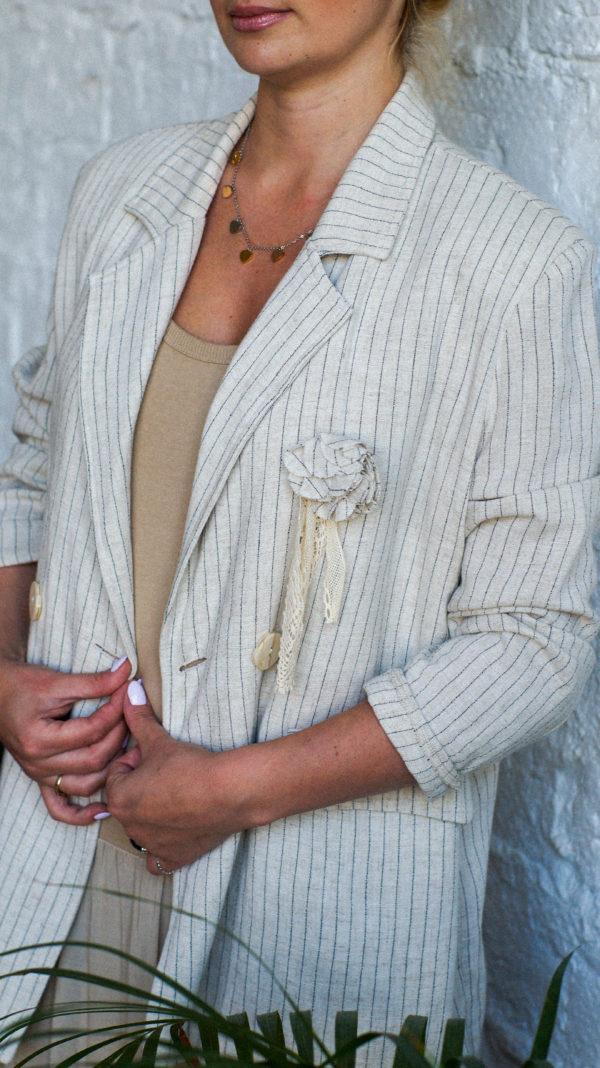 Белый льняной пиджак
