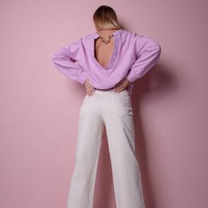 Белые расклешенные джинсы