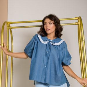 Джинсовая блузка с акцентным воротником
