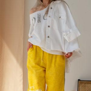 Льняные зауженные брюки с надписями и блестящими лампасами